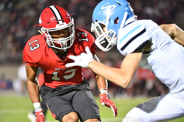 SPORTS---Hewitt-Trussville-FB-Preview_280_8845.jpg