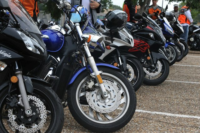 Motorcycles-Bikes-Vehicle-Row-Parked-654411.jpg