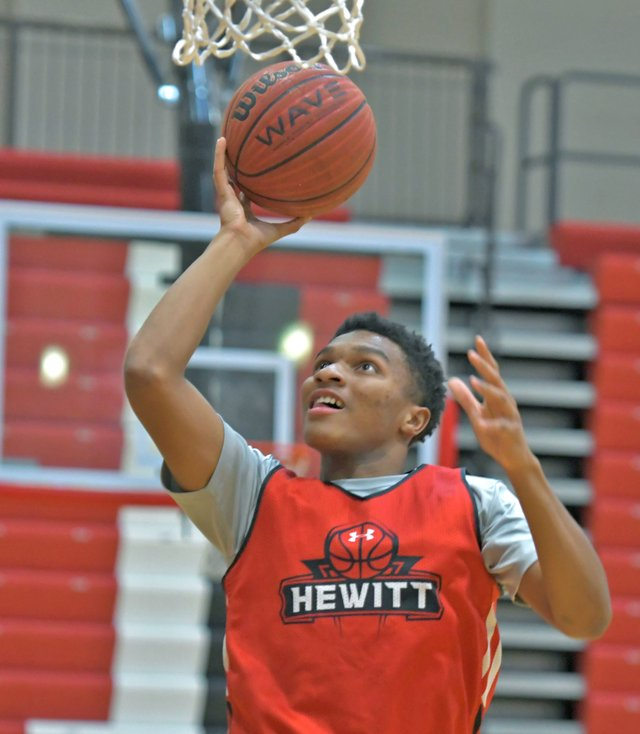 CSUN-SPORTS-hewitt-basketball.jpg