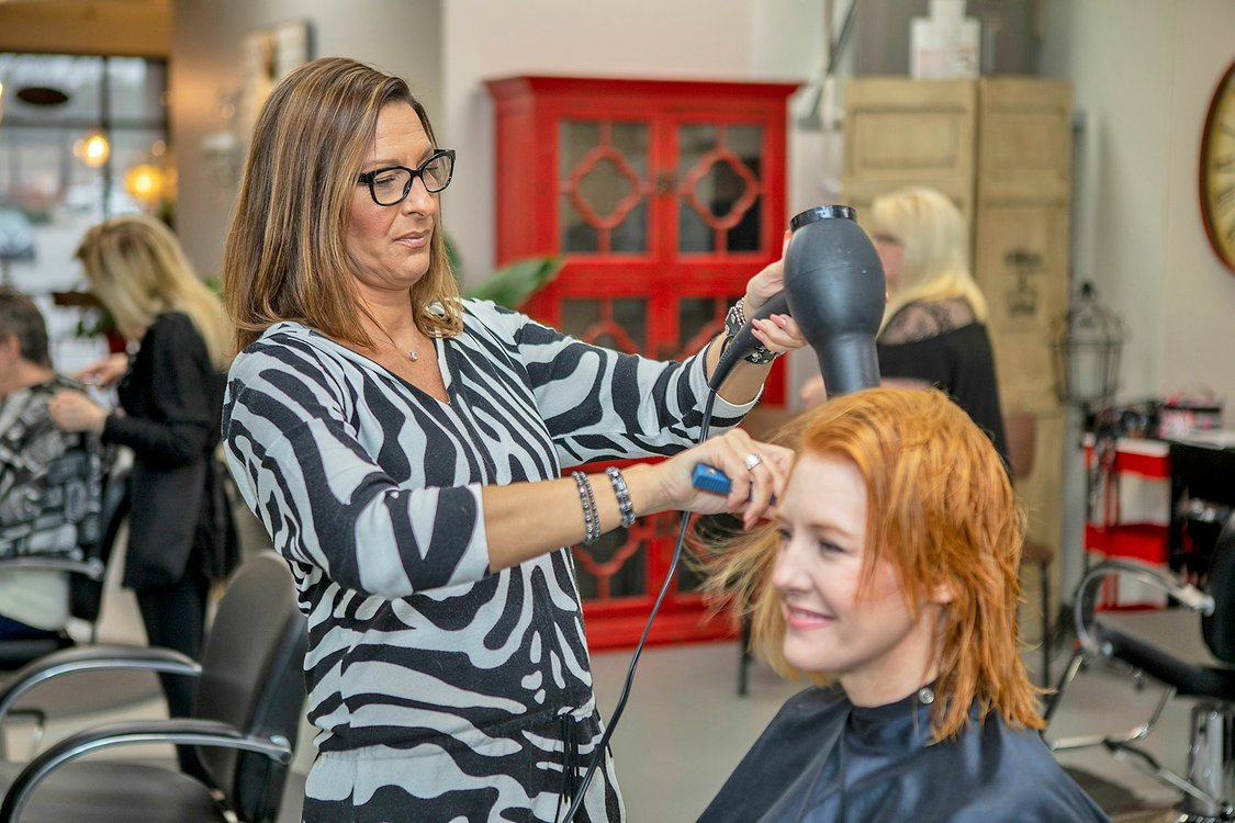 BIZ---Salon-Blonde_BURK5746.jpg