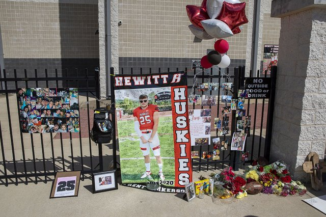 Balloon Release for Hewitt-Trussville's Trent Parkerson
