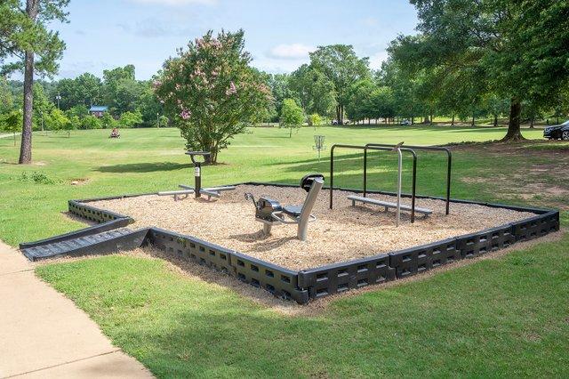 CSUN-COMM-New-outdoor-exercise-equipment.jpg