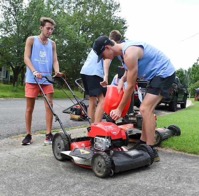 CSUN-COVER-HTHS-Free-Lawn-Care-EN03.jpg