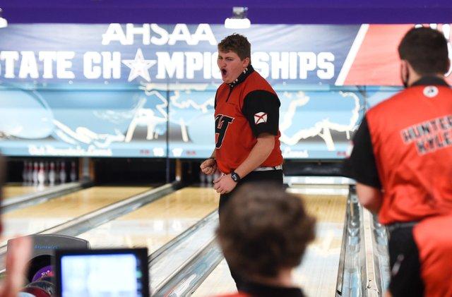 CSUN-SPORTS-Hewitt-bowling-210129_EN01A.jpg