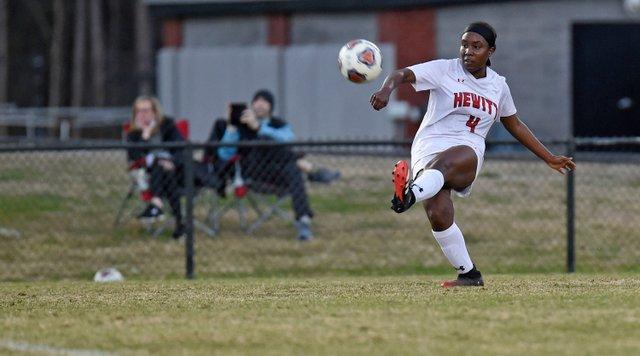 CSUN-SPORTS-Hewitt-girls-soccer_EN15.jpg