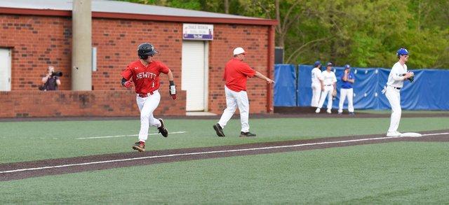 CSUN-SPORTS-Hewitt-baseball_HTatVHbsbEN09.jpg