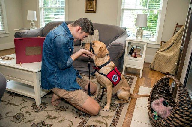 CSUN-FEAT-Damon-Purdy-Service-dog-5383.jpg